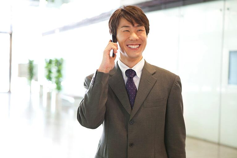 男性(ビジネスマン)の歯並びの悩みについて